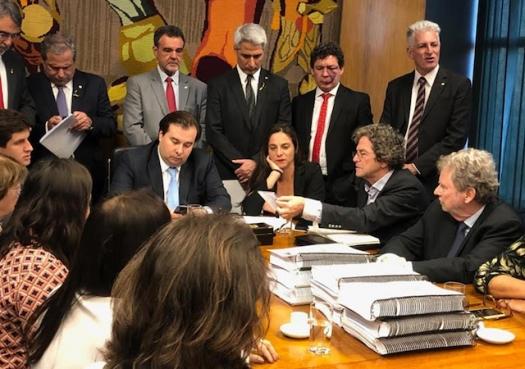 Pesquisadores temem colapso das agências de fomento à ciência no Brasil
