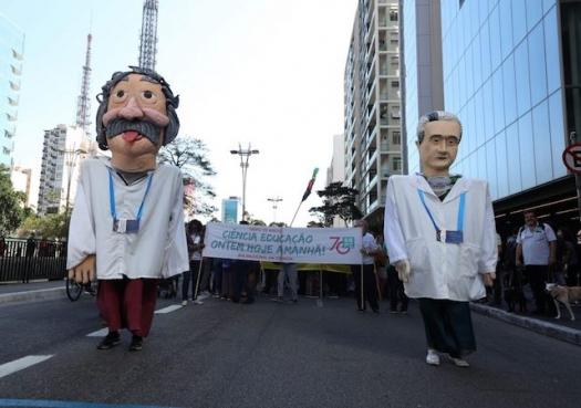 Cientistas lançam manifesto em defesa da democracia