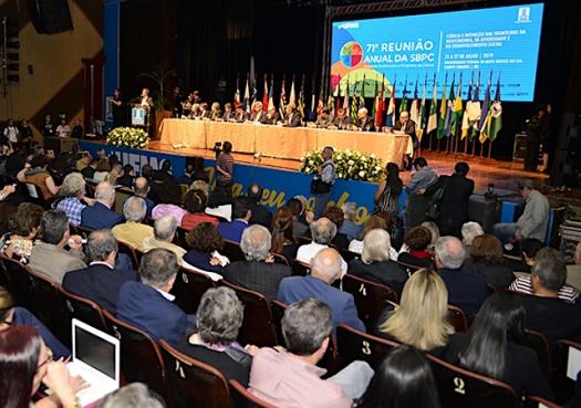 Entidades científicas questionam norma do MEC que limita participação em eventos