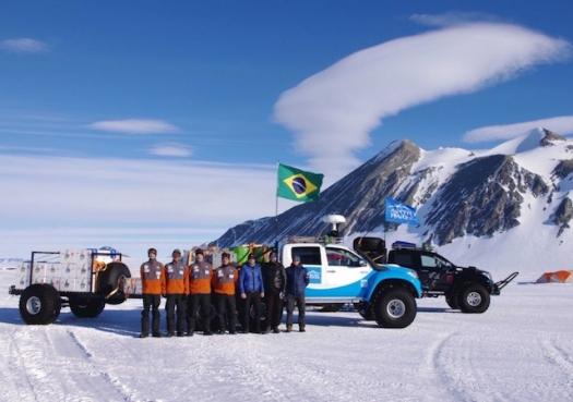 Cientistas brasileiros iniciam travessia pioneira na Antártida