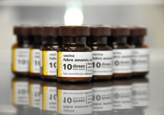 Vacina contra febre amarela é segura, mas precisa mudar