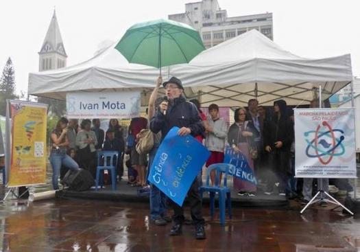 Discursos contra cortes e obscurantismo marcam Marcha pela Ciência em São Paulo