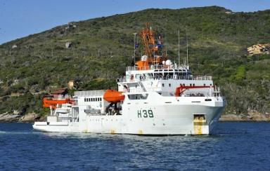 País recebe navio oceanográfico com robô submarino para pesquisa