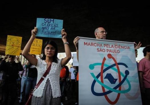Cortes na ciência ameaçam futuro do Brasil, dizem ganhadores do Nobel